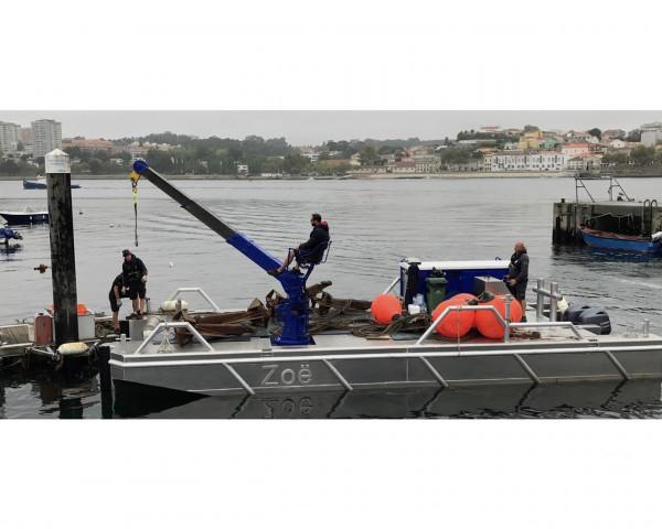 Van Es Marine Services workboat pontoon - Van Es Marine