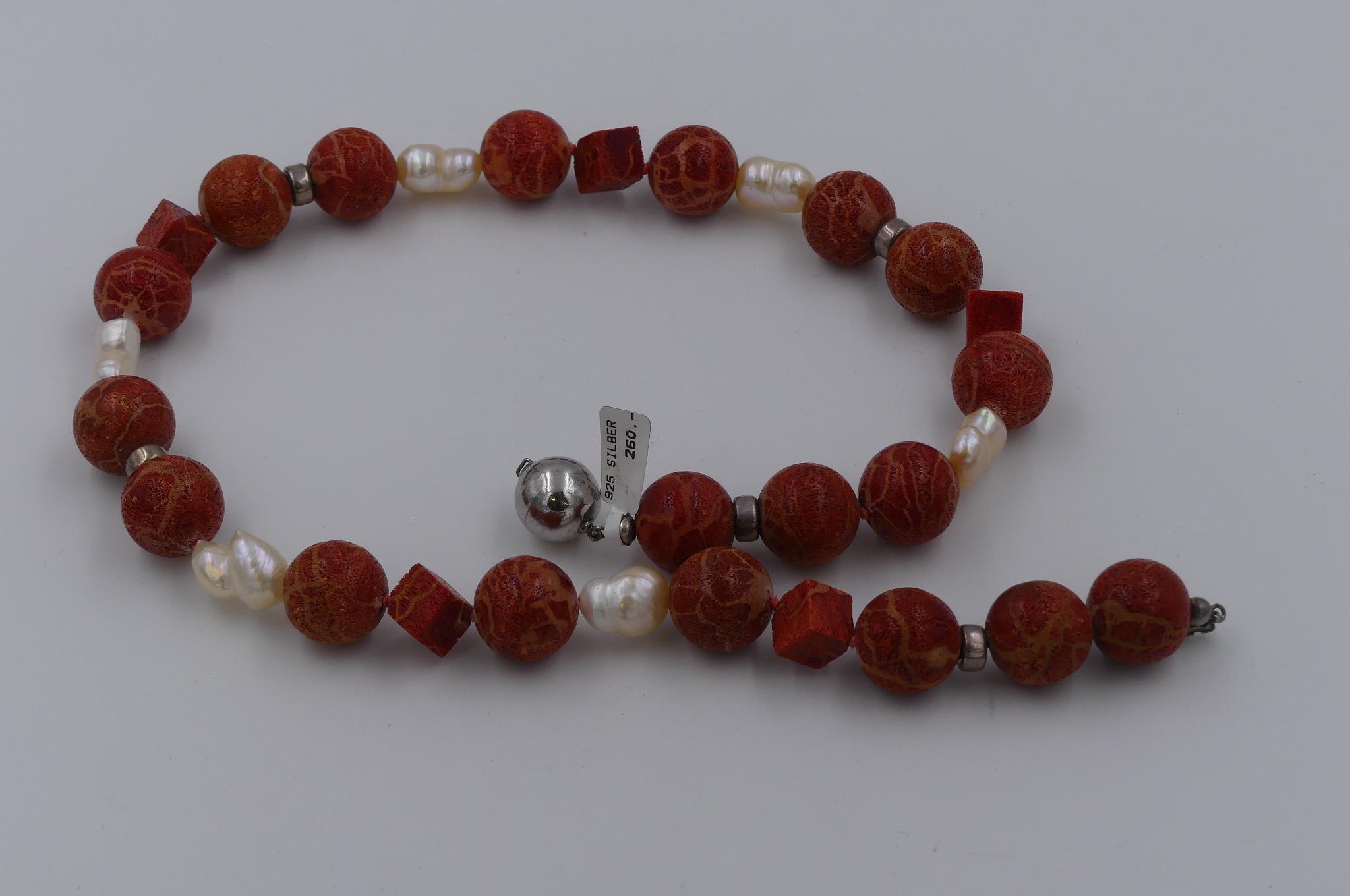 Schaumkorallenkette mit Silberschließe